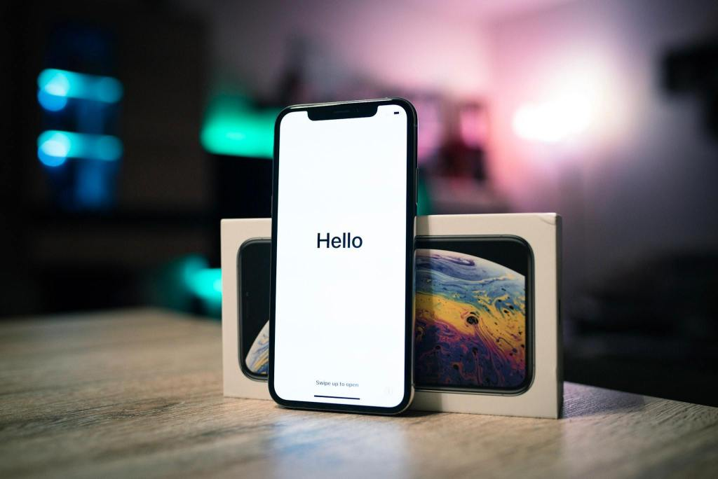 photo of iphone with iphone box with blurry background