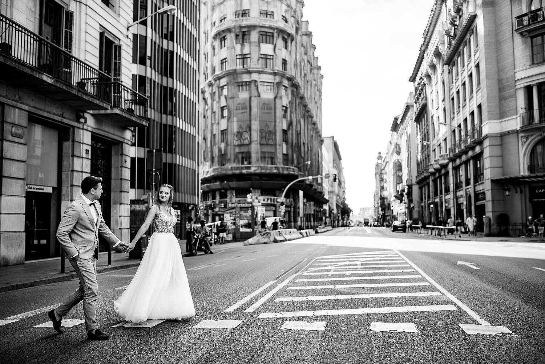 Polski fotograf w Barcelonie sesja narzeczeńska w dzielnicy Gotyckiej