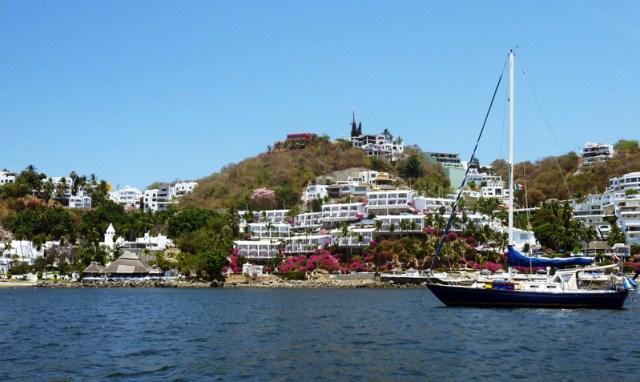 Brio at anchor in Las Hadas