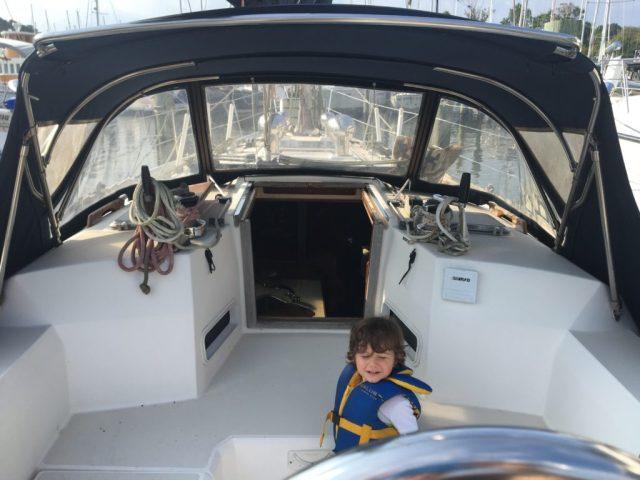 Sabre 42 CB Sailboat - Spacious cockpit
