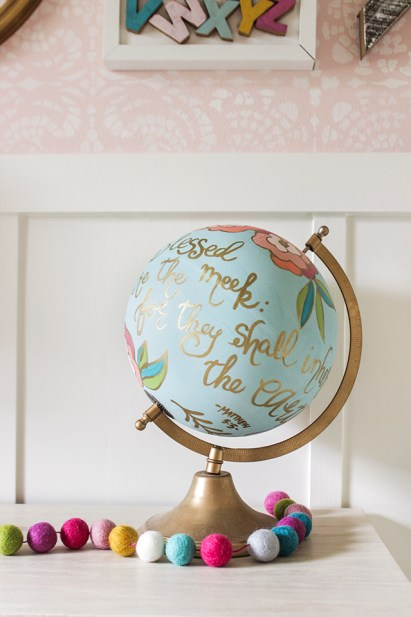 Writing-quotes-on-a-globe