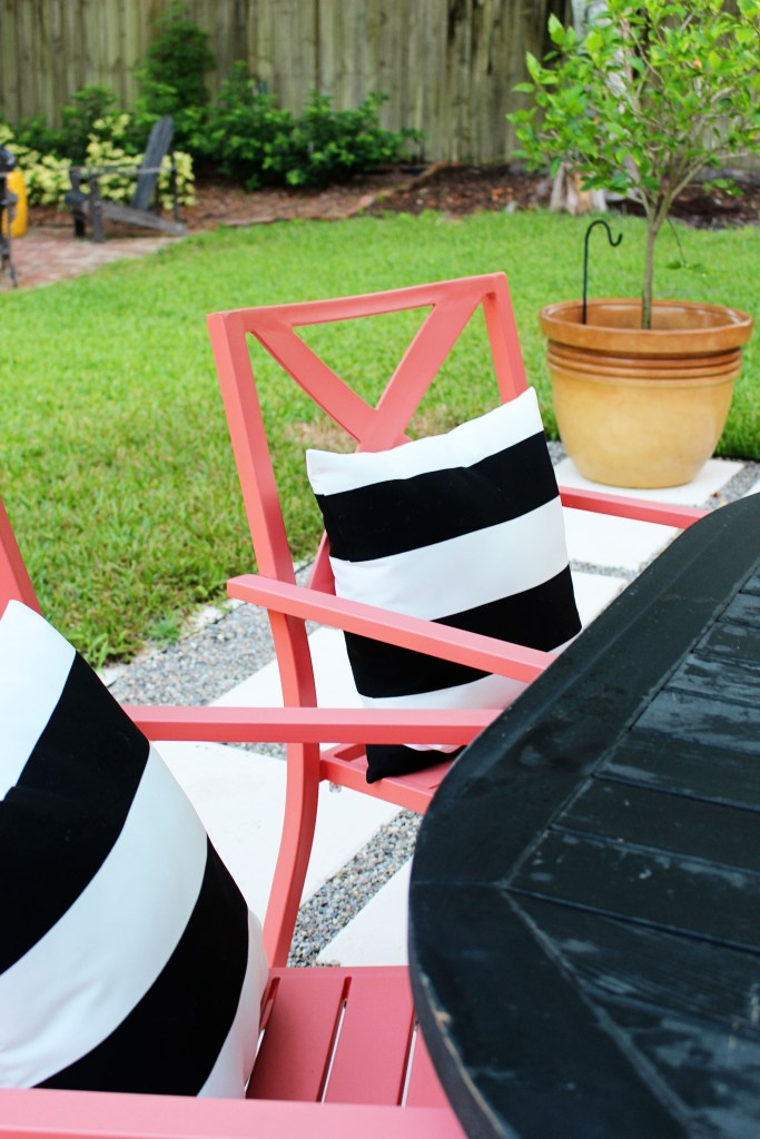 Outdoor pillows for patio
