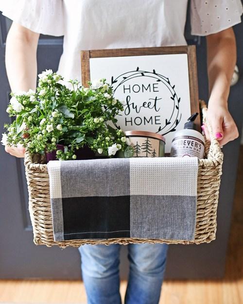 Rustic-Housewarming-Gift-Basket-Idea