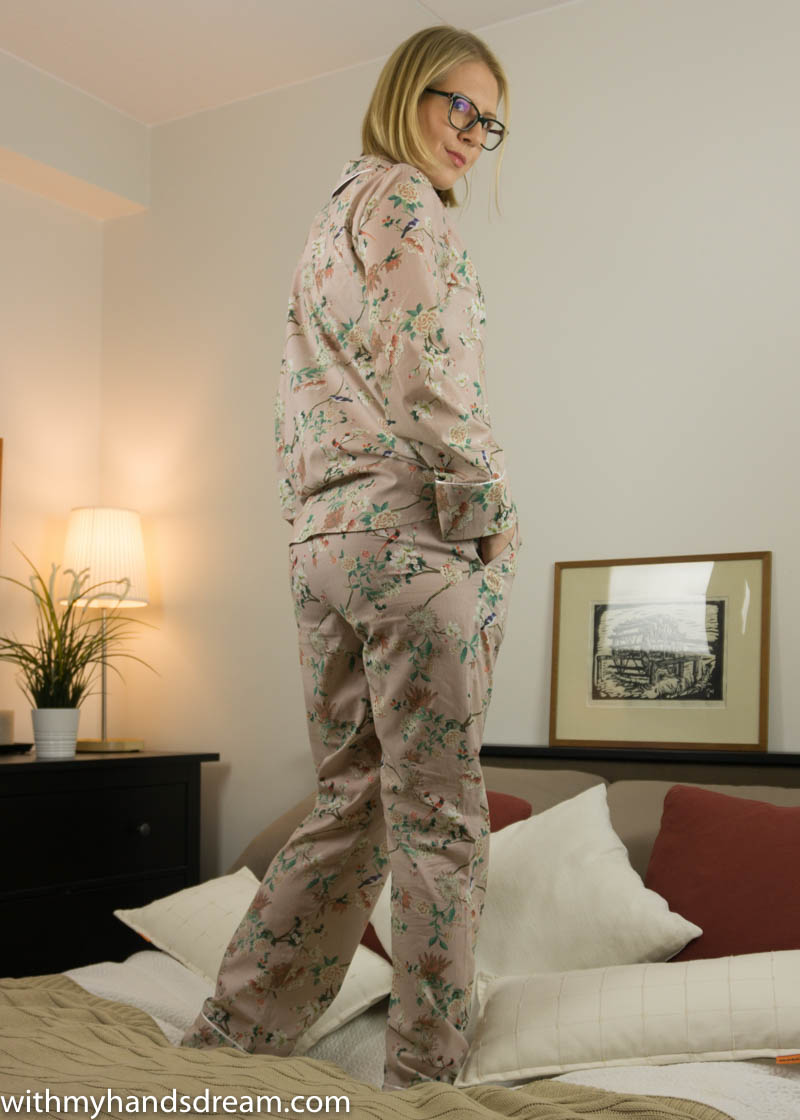 Image: Carolyn pajamas from Closet Case patterns, back view.