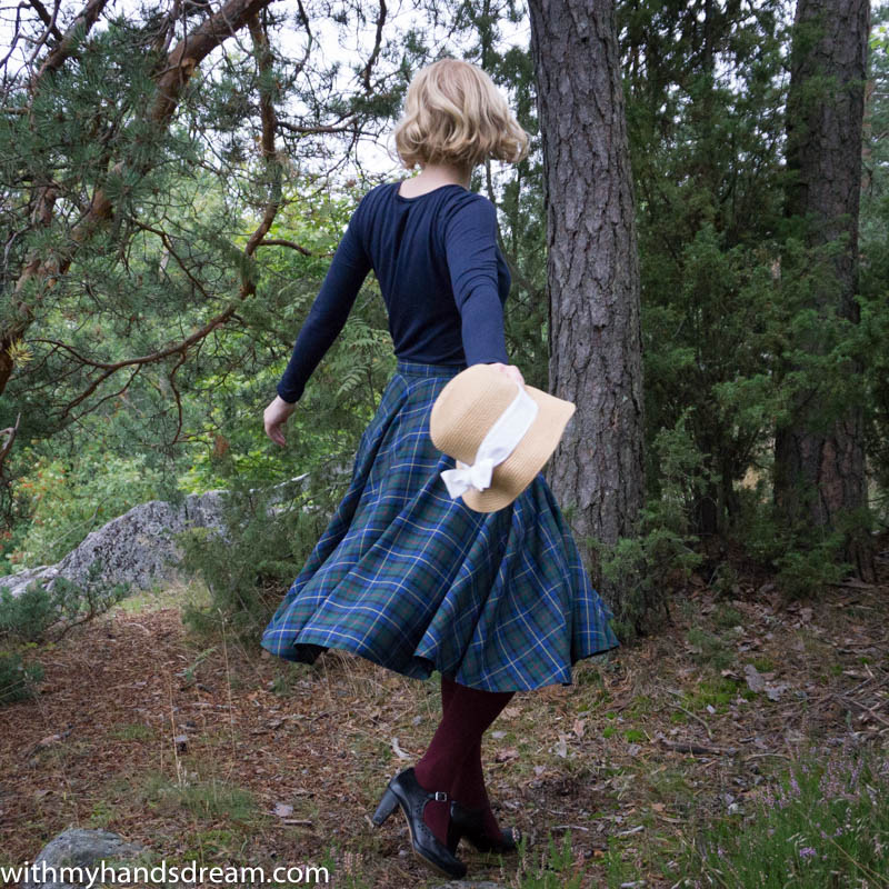 tartan_c_skirt_bow_top-7