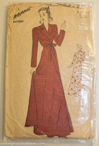 Advance 1940s dressing gown sewing pattern.