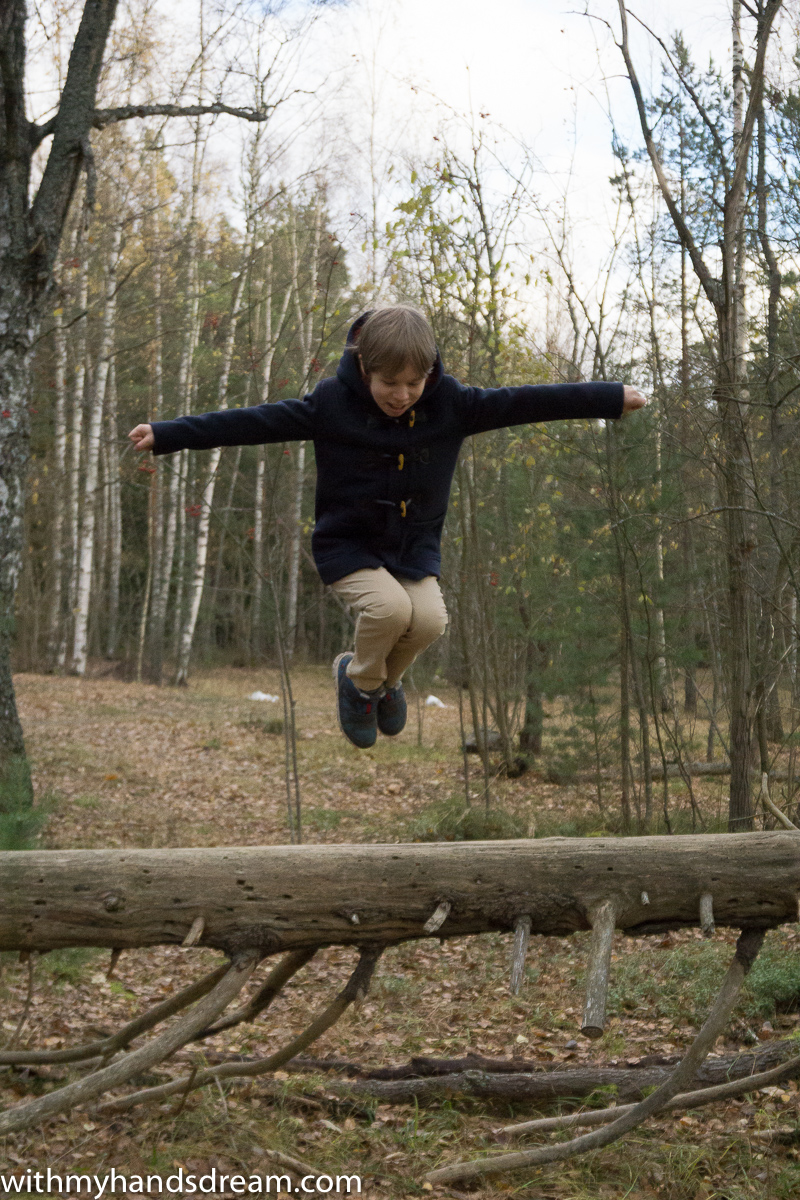 Ottobre_design_06-2012-40_boys_duffle_coat-and-jumping-K.