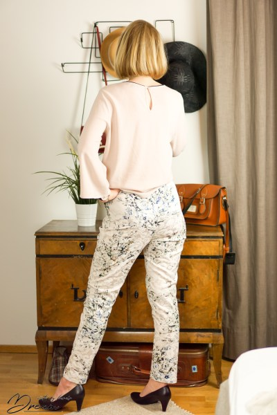 Sewing trousers: My jacquard trousers from the back.