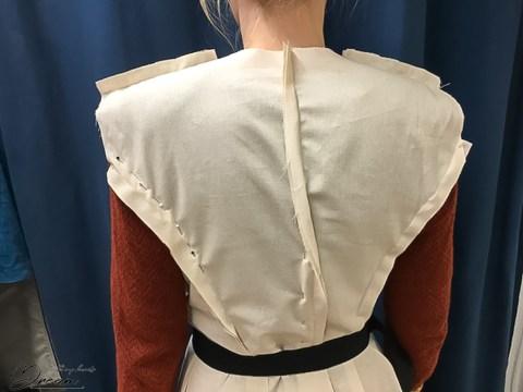 V8346 wool coat: Fitting the back.