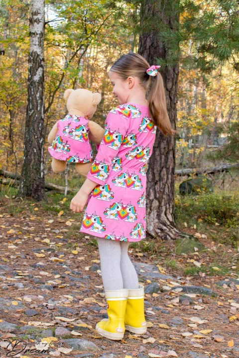 Ottobre 1/2018 31. Viivat dress in Rainbow and unicorn print jersey. Back view.