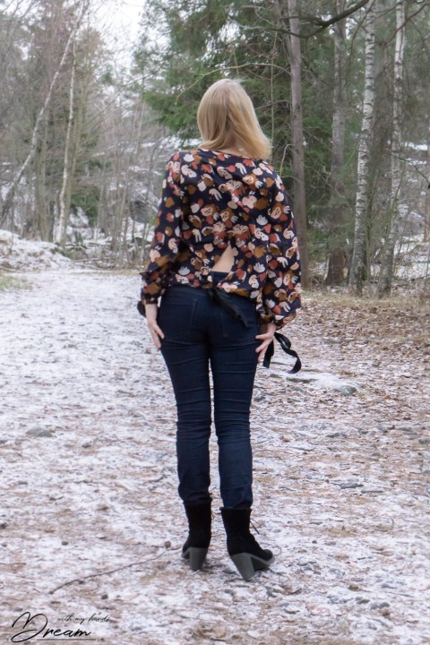 The Sade blouse from the back.