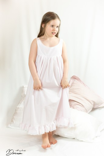 Hannas nightgown, front.