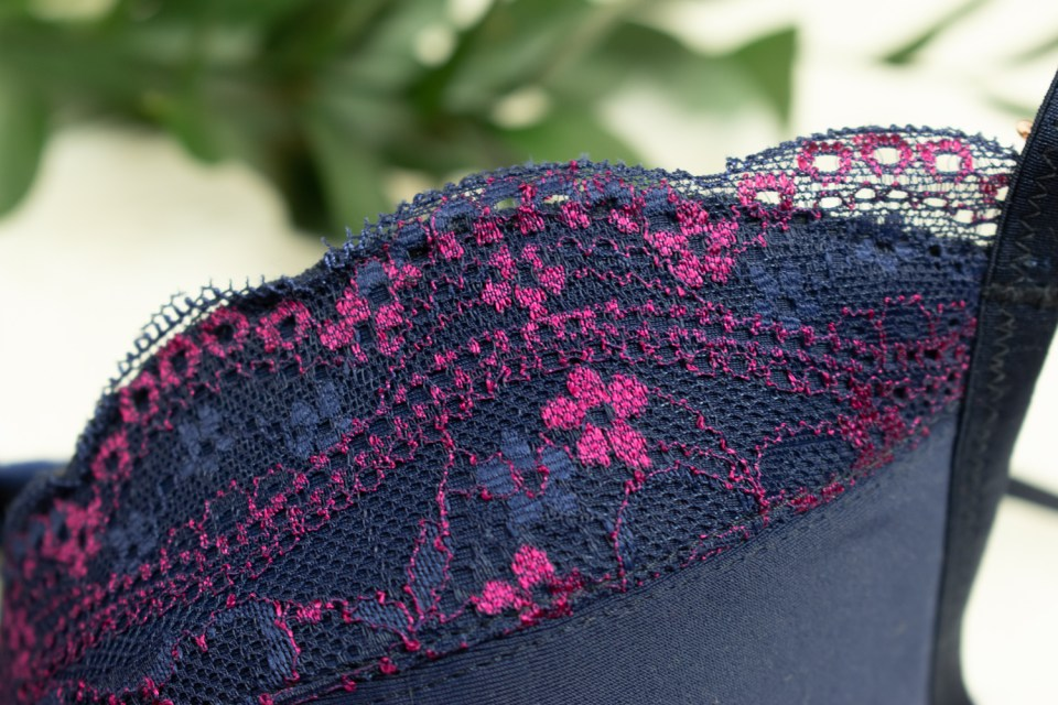 Bra-making: Pretty lace at the top of the bra cup.