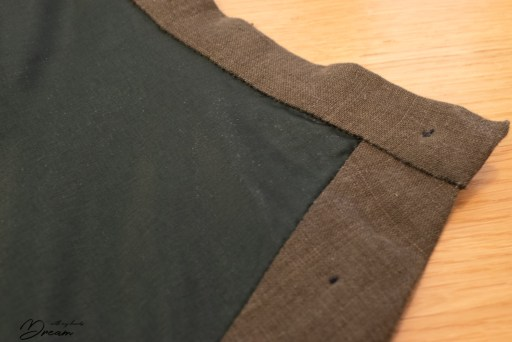 The close-up of the skirt waistband from the wrong side.