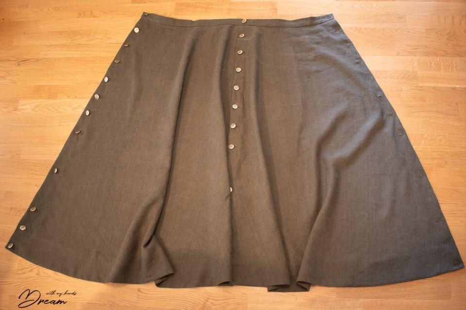 The opened cycling skirt.