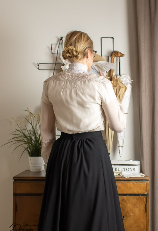 The blouse and the guimpe from the back.