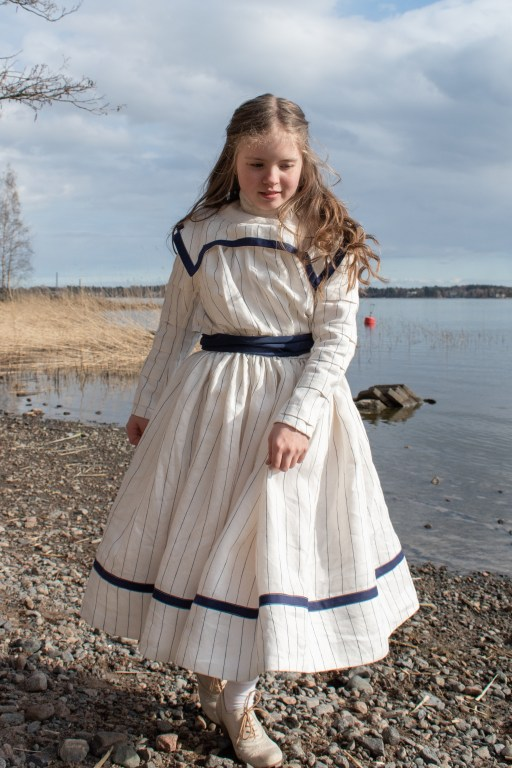A proper front view of the whole sailor dress.
