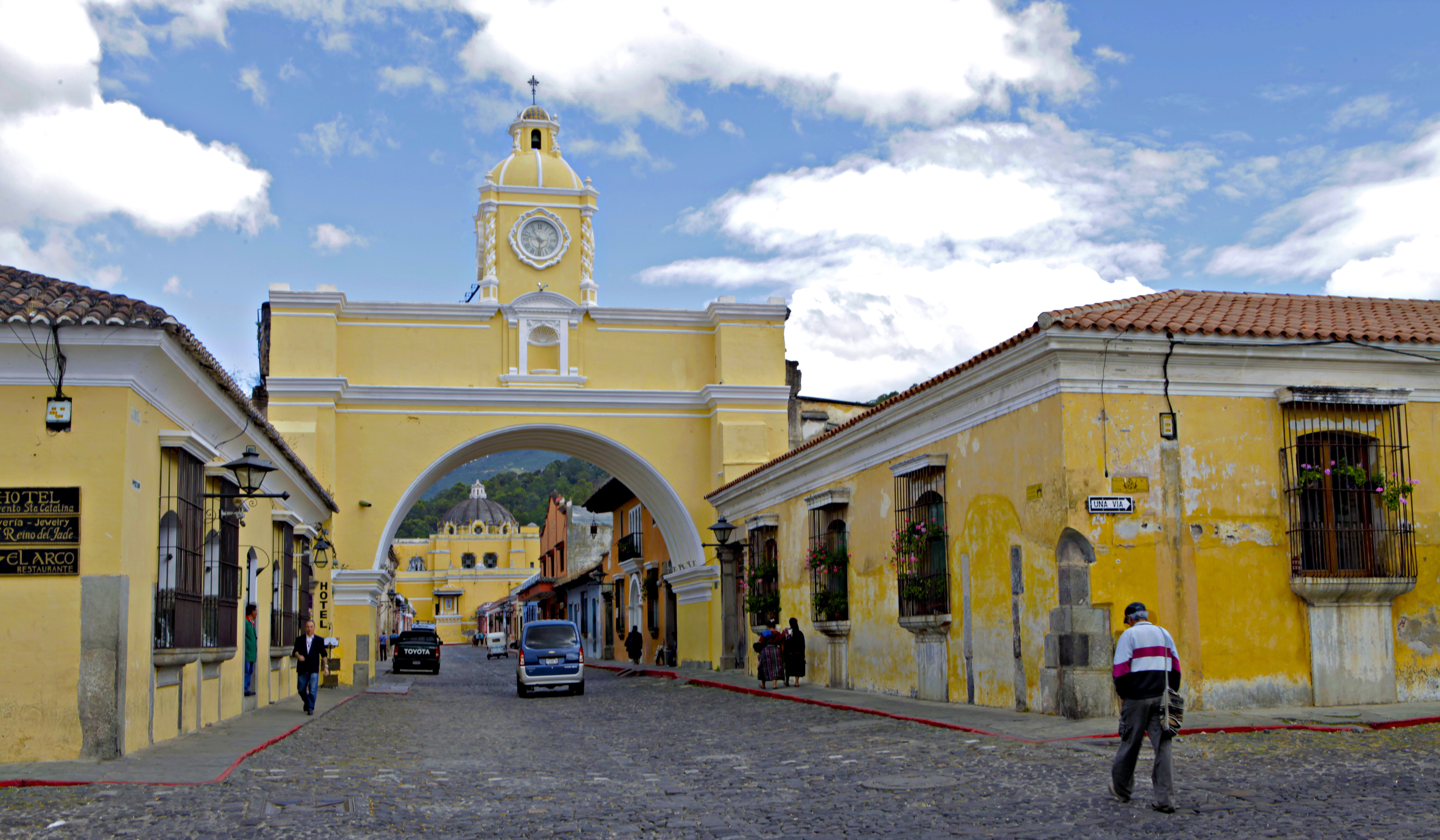 why it 39 s impossible not to love antigua guatemala without a path. Black Bedroom Furniture Sets. Home Design Ideas