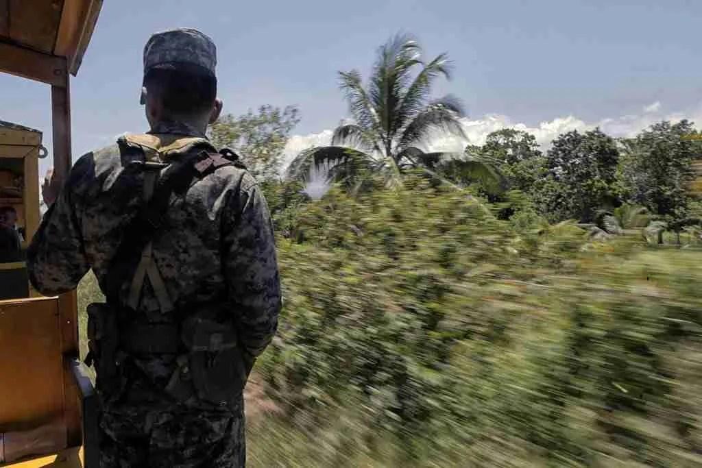 Honduras Military On Banana Train Cuero Y Salado