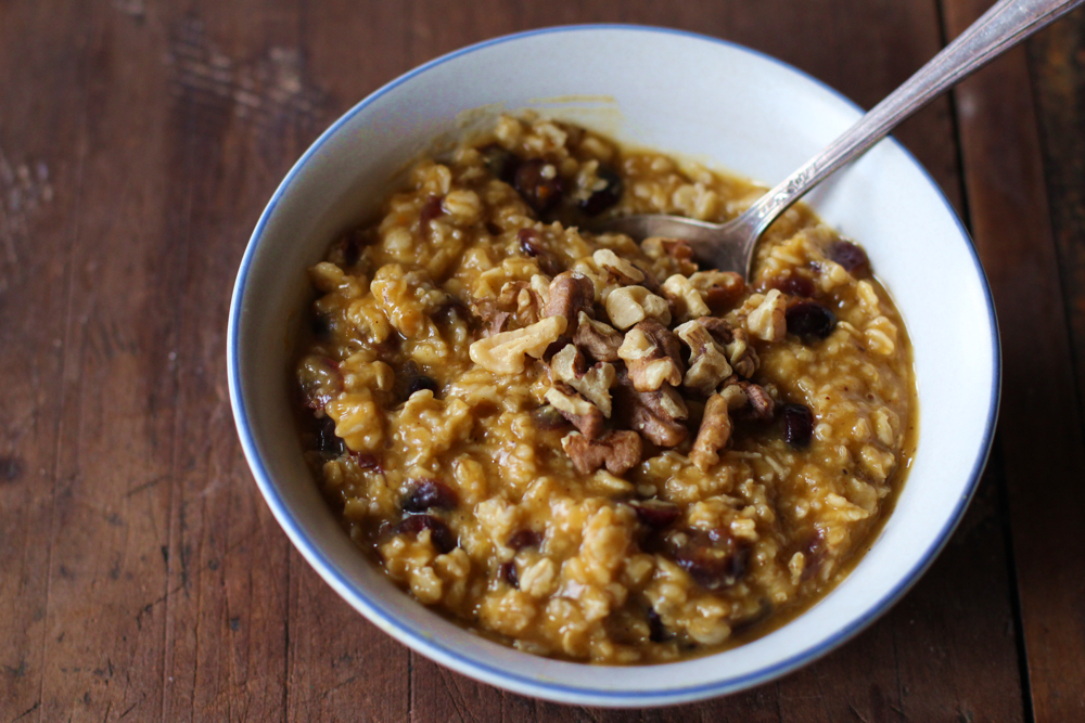 Put More Pumpkin In It: Pumpkin, Cranberry & Walnut Oatmeal // www.WithTheGrains.com