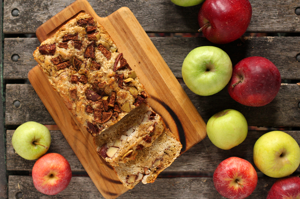 Spiced Apple Oat Bread // www.WithTheGrains.com