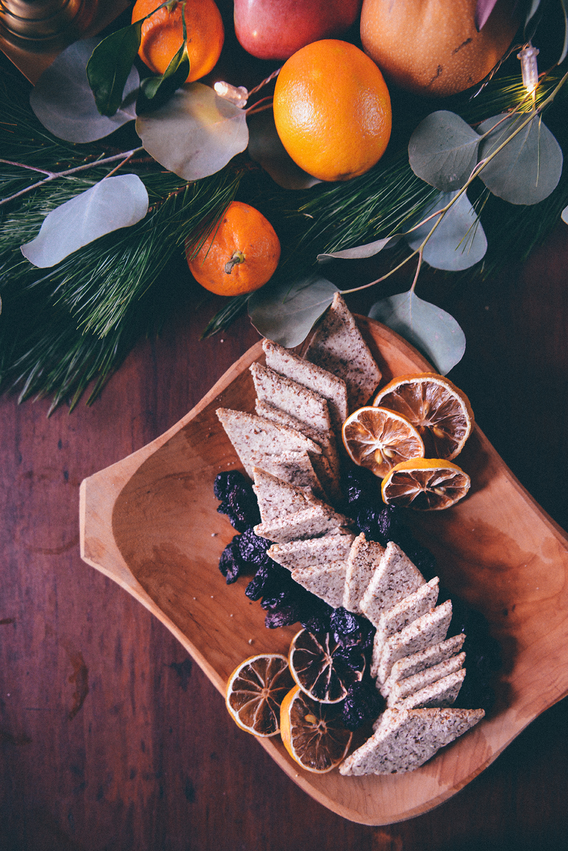 Mulled White Wine & Homemade Gluten Free Crackers for Holiday Entertaining // www.WithTheGrains.com