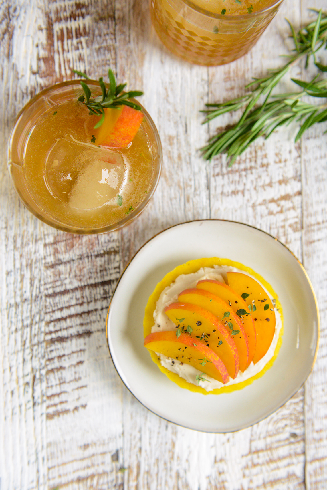 Cheers to the Weekend: Nectarine Thyme Whiskey Cocktails