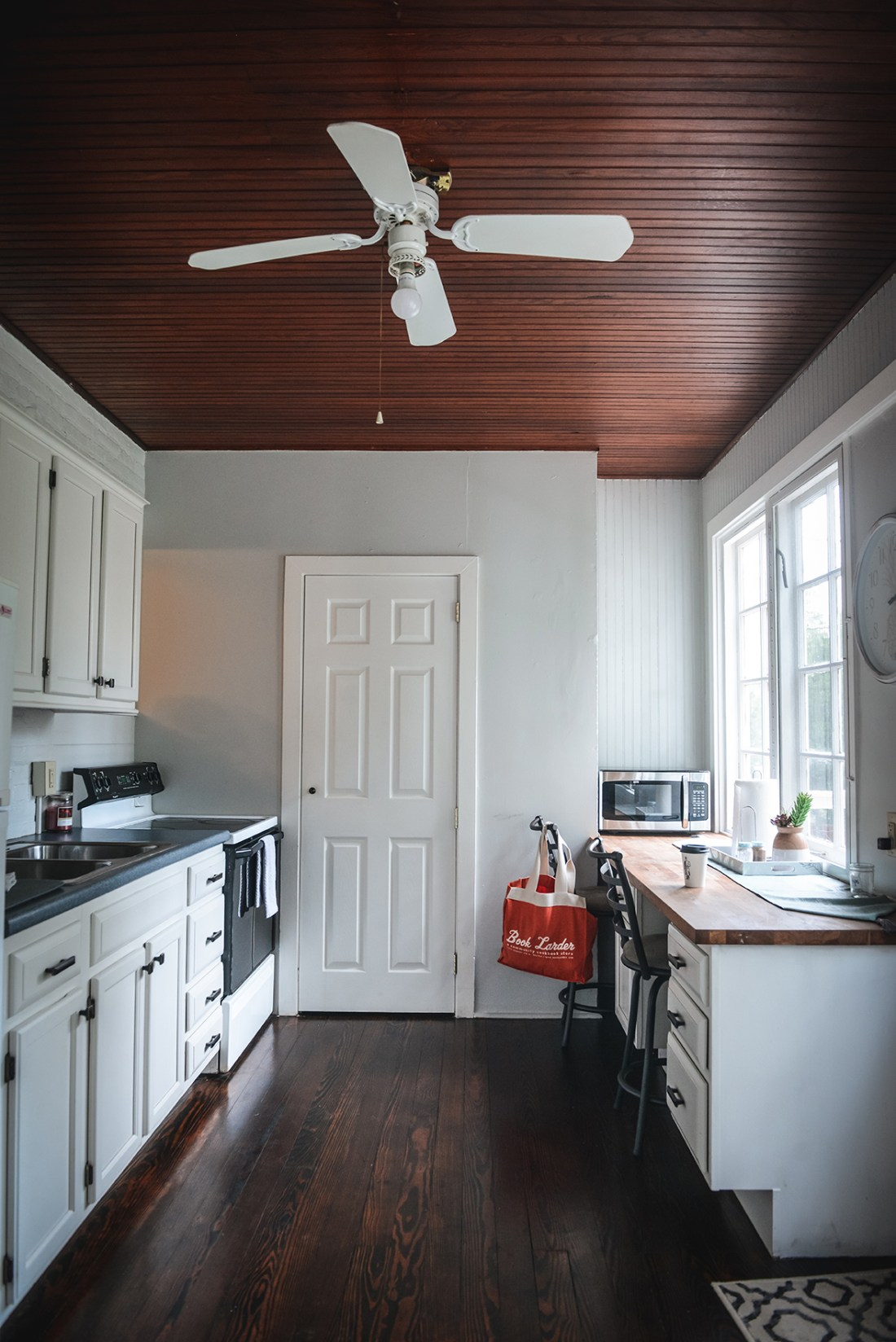 Where to stay in Lancaster, Pennsylvania? Check out the Air Bnb where we stayed! // www.WithTheGrains.com