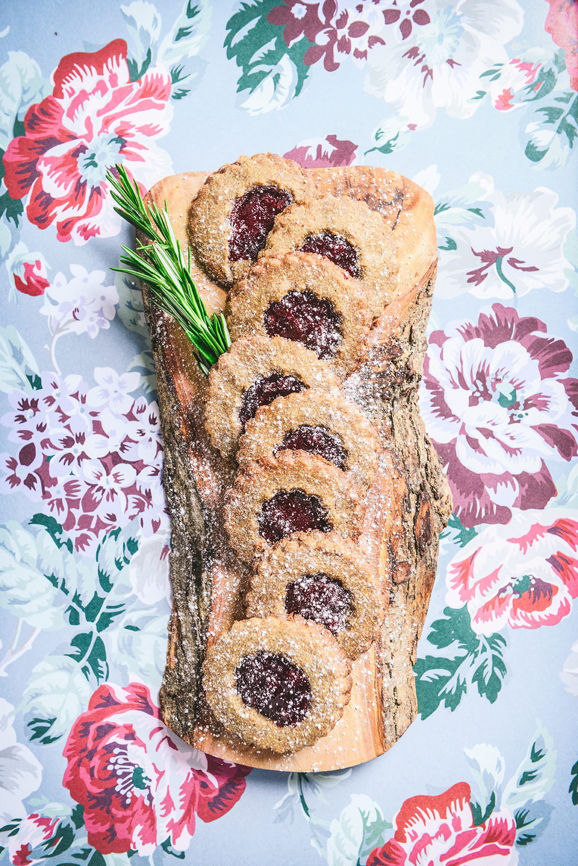 Whole Grain Linzer Cookies with Rye Flour & Lingonberry Jam // www.WithTheGrains.com
