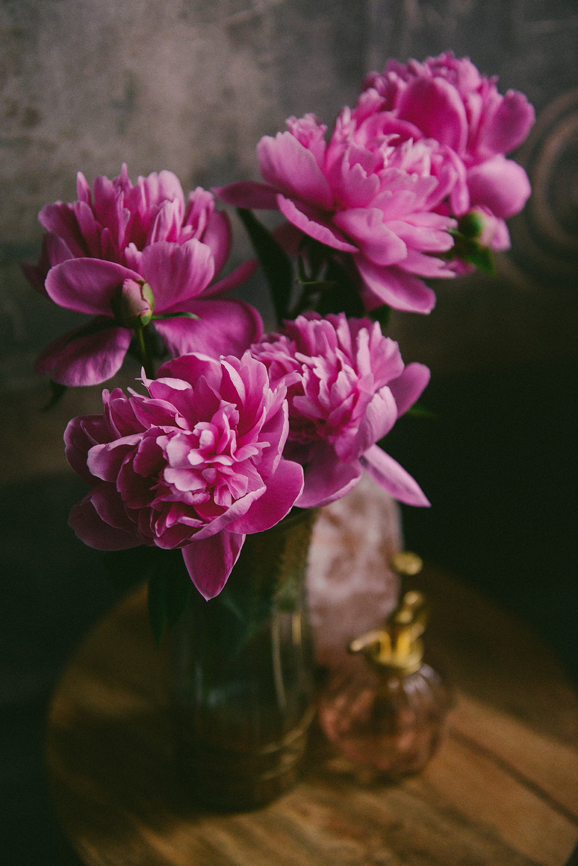 The Beauty of Fresh Flowers // www.WithTheGrains.com