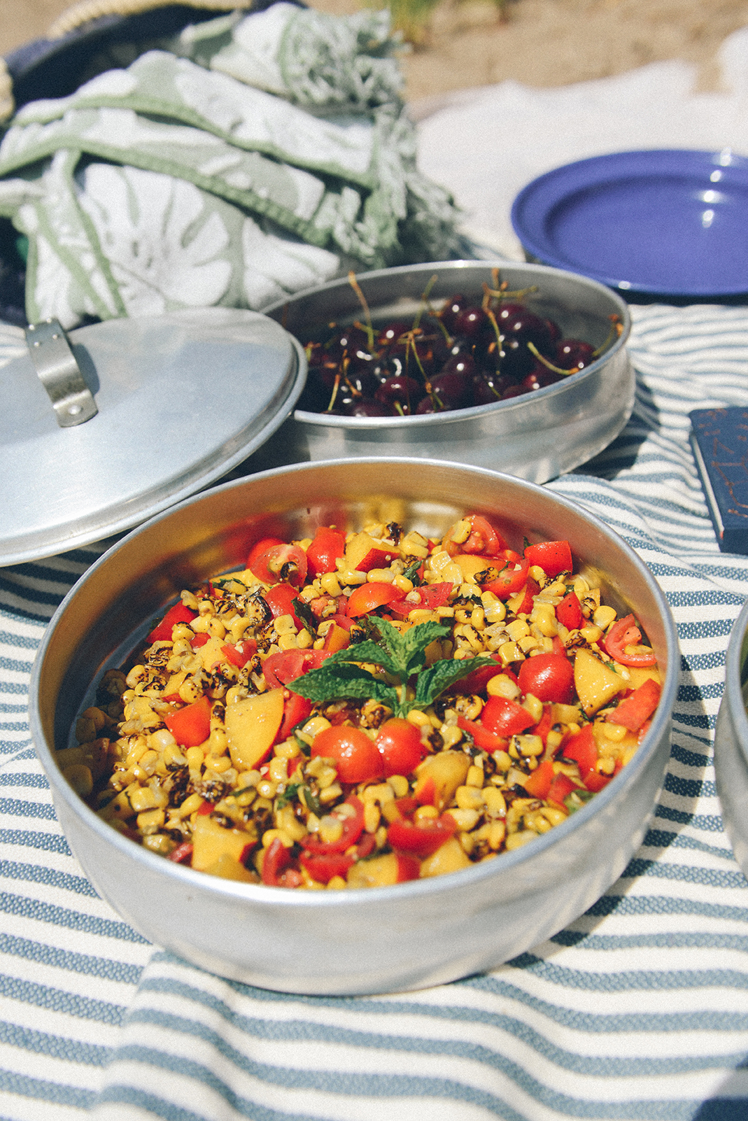 Roasted Corn Tomato Salad for a Vegan Beach Picnic // www.WithTheGrains.com