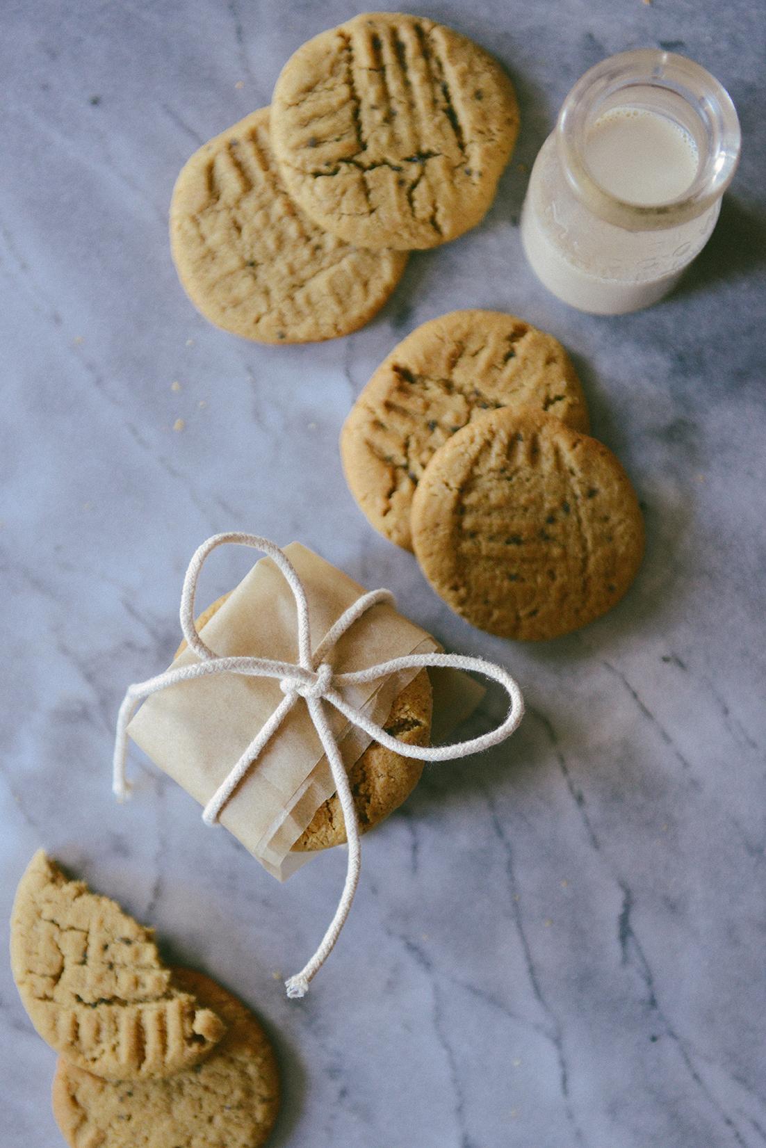 Almond Flour Peanut Butter Cookies (Gluten-Free) // www.WithTheGrains.com