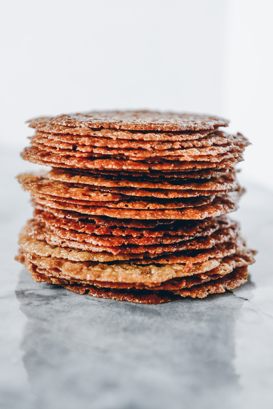 Gluten-Free Almond Lace Cookies // www.WithTheGrains.com