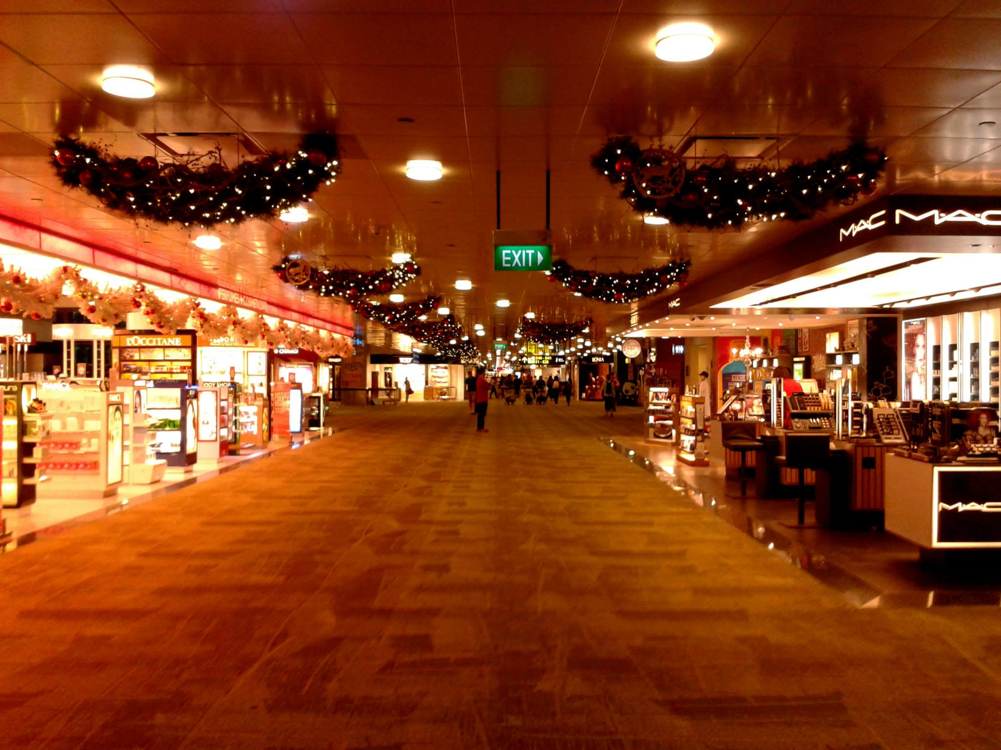 Travel Indonesia Blog: Singapore Airport at Christmas