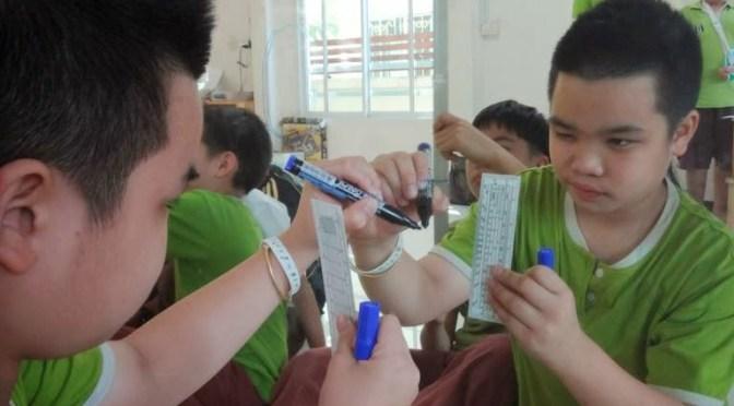 กลคลิปหนีบกระดาษ ทำ MooTube วัดขนาดบนผิวกระจก ส่งสัญญาณด้วยใยแก้ว