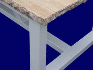 Kloostertafel met versteend hout