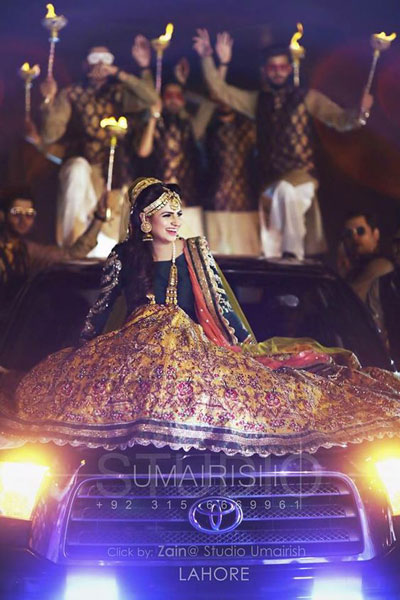 Innovative entry ideas for the Indian Bride | Enter on a car bonnet with your brothers behind you | Curated by Witty vOWs