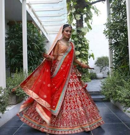 beautiful classic red gottapatti anita dongre lehengha with red dupatta and orange and gold choli. Don't miss the teal and orange pasting detail on the dupatta | Curated by Witty Vows