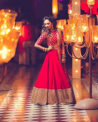 plain red lehenga with a heavy broad border and gold accents with an all over embroidered crop top | Photo by Dream Diaries | Curated by Witty Vows