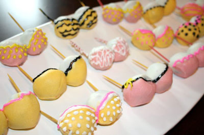 Adult style cute bachelorette Cakes and cake pops in delhi for the indian bride and her bridesmaids| bachelorette cake| adult theme| kinky cakes| funny cakes in delhi | bachelorette ideas| bachelorette party ideas| indian wedding blog| indian brodemaids| boob cakes| cake pop ideas