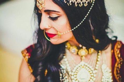 indian bride| traditional Indian jewellery| indian wedding jewellery| wed me good| indian weddings| indian brides | nath | mathapathi| polki necklace| delhi bride | bridal look| Indian Bridal Jewellery | Polki Ring | chandbala earrings | amarpali | three layers set