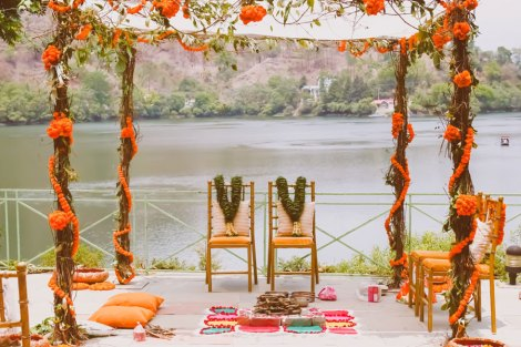 An organic, natural green mandap | lives and marigold flowers twined on bamboo for the vedi | Lakeside wedding - outdoor Indian wedding decor ideas | A woodland theme forest destination wedding in the Hills | Bengali wedding by the lakeside | Traditional Bengali wedding ceremony at a destination | The beautiful green and marigold mandap by the lakeside | Genda fool decor ideas |The green leaf jaimala nd the traditional bengali crown ceremony | Subhashree and Jonathan | Ideas | curated by Witty Vows