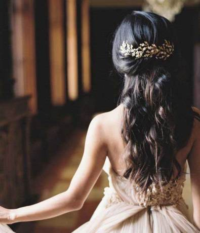 Indian wedding hairstyles for Indian Brides | Soft half updo with loose tumbling curls in long length hair | via kelly hopkins 1213 hair studio