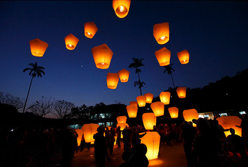 Sky lanterns for the Indian couple | Diwali party entertainment ideas | curated by Witty Vows