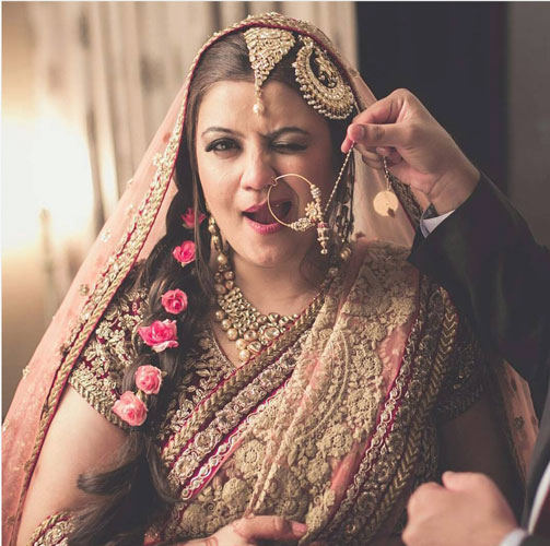 Candid bridal photo ideas | Bindaas brides | Witty Vows | Unabashed Indian bride winking!