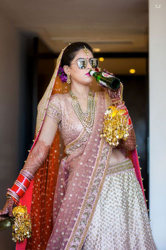Candid bridal photo ideas | Bindaas brides | Witty Vows | Indian bride with a beer| Bridal swag