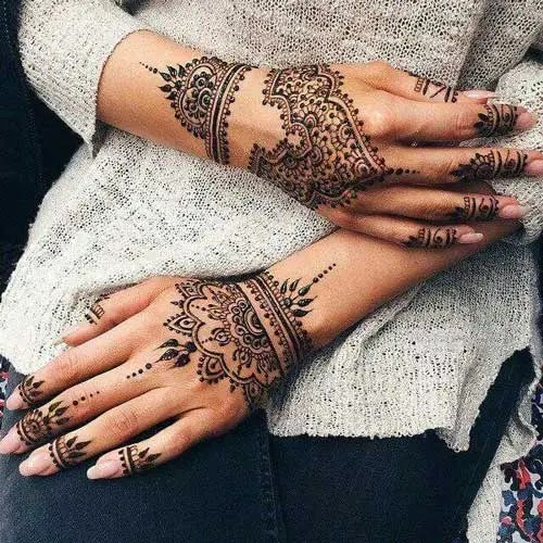 Minimal new mehndi design ideas for this wedding season | Henna Ideas | Jaali design mix modern Lace Glove Style finger Henna on back of the hand | Floral Finger Henna Tattoo