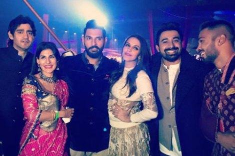 Yuvraj Singh's Wedding reception & Sangeet in Delhi | The roadies crew - Ranjivay and Neha Dupia with Gaurav and the groom
