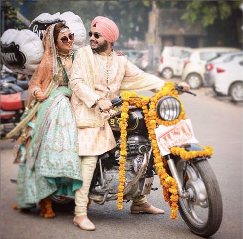 Exit-idea-bride-and-groom-on-a-bike Studio Kelly
