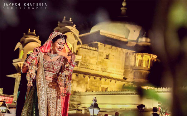 Best royal Indian wedding venue - Jag Mandir Palace island udaipur | royal wedding venues | royal wedding | destination wedding in india | Indian destination wedding | palace wedding venues | destination wedding venue | Royal Indian wedding venue | Bridal Wedding shoot at jagmandir by Jayesh Kathuria